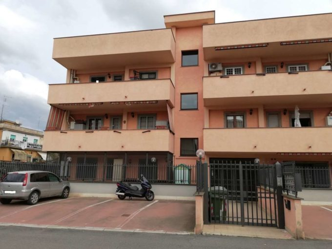 Appartamento in affitto via Caiazzo, Roma