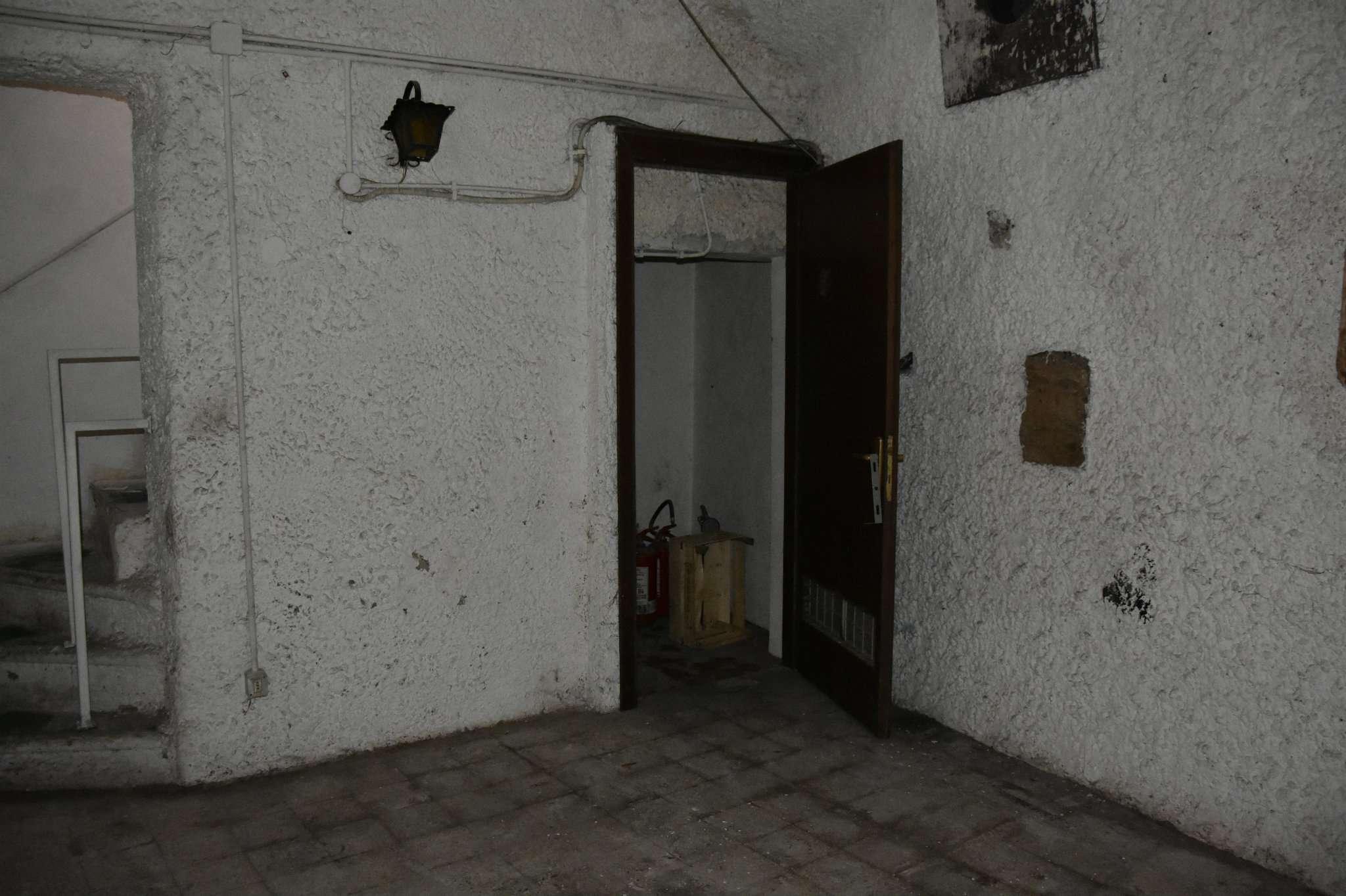Negozio in affitto via della luce roma annunci di case for C1 affitto roma