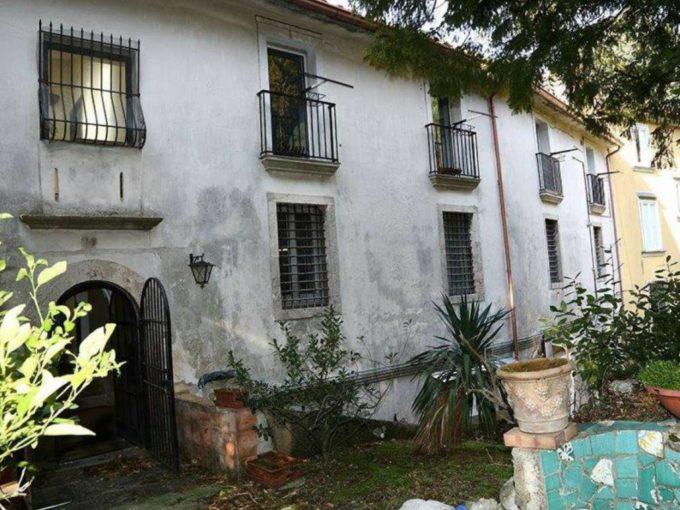 Palazzo storico in vendita via Dony Rocco, Salerno