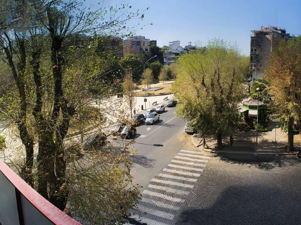 Appartamento in affitto viale dei quattro venti roma for Affitto ufficio viale europa roma