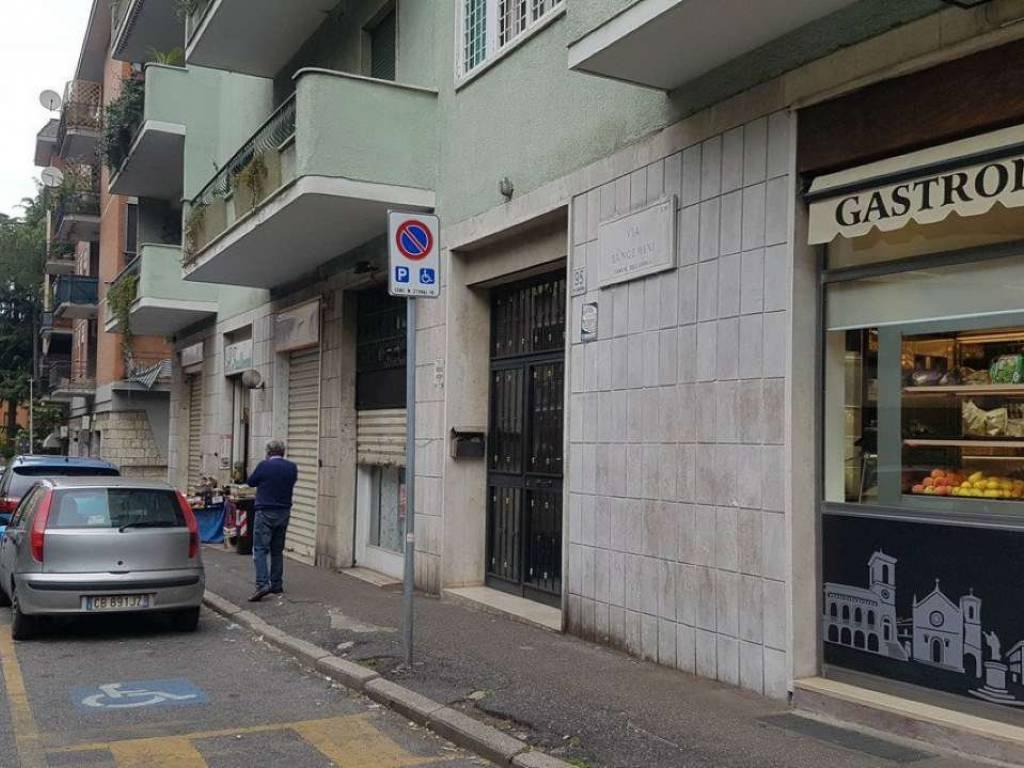 Locale commerciale in affitto via sangemini roma for Cerco locale commerciale in affitto a roma
