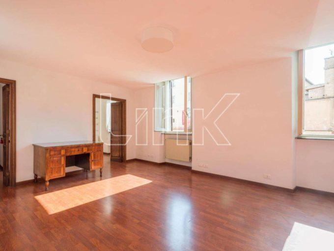Appartamento in affitto via Capo le Case, Roma