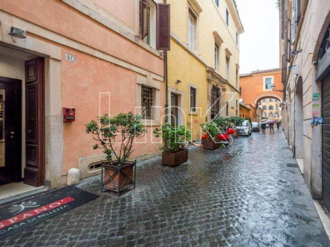 Negozio in vendita, via dei Greci, Roma