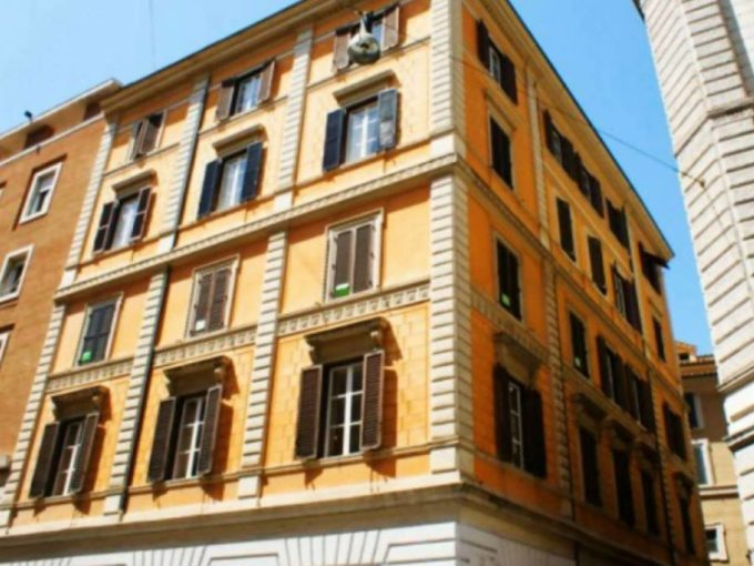 Appartamento in affitto via del Leoncino, Roma