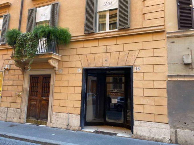 Negozio in affitto via della Vite, Roma