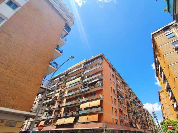Appartamento in vendita, via Statilio Tauro, Roma