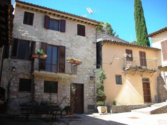 Palazzetto cielo terra in vendita via Sant'Andrea, Todi