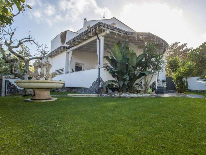 Villa in affitto via Prassitele, Roma