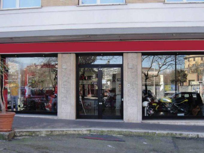 Negozio in vendita via Pellegrino Matteucci, Roma