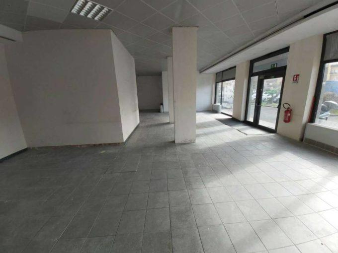 Locale commerciale in affitto, viale Kennedy, Ciampino(RM)