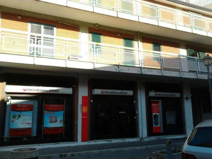 Locale commerciale in vendita via Duca d'Aosta, Scafati