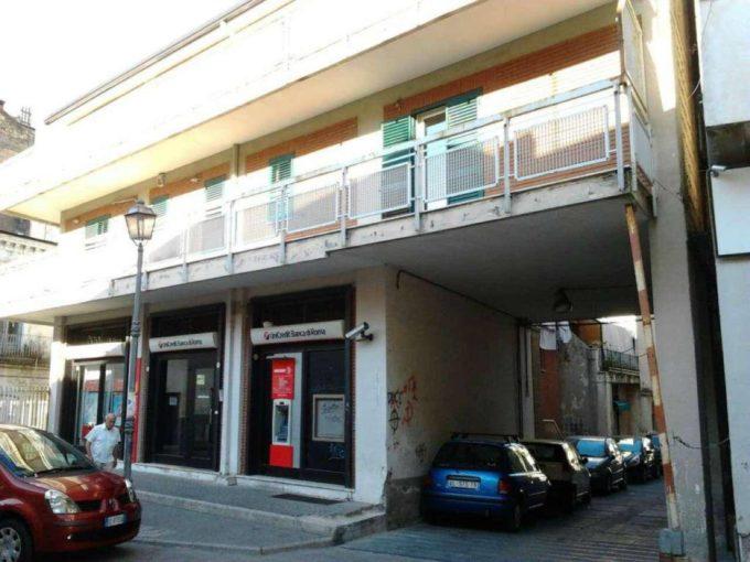 Locale commerciale in affitto, via Duca d'Aosta, Scafati(SA)