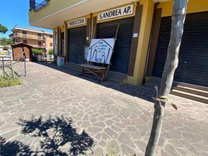 Locale commerciale in affitto via Del Fosso di Sant'Andrea, Morena Roma