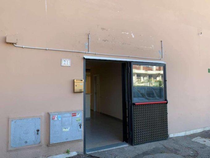 Locale commerciale in affitto via Reina, Roma