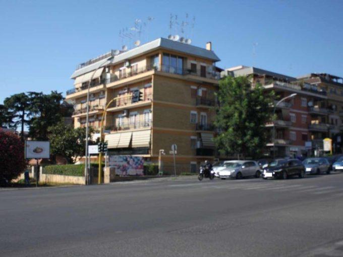 Locale Commerciale in affitto viale dei Colli Portuensi, Roma