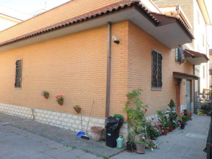 Appartamento in vendita via Alcara Liu Fusi, Roma
