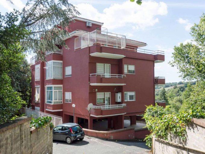 Appartamento in vendita via Tomba di Nerone, Roma