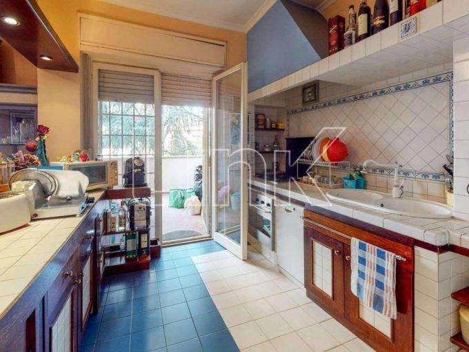 Appartamento in vendita via Giampiero Combi, Roma