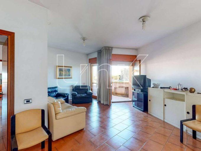 Appartamento in vendita via Sciangai, Roma