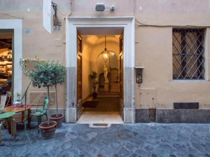 Appartamento in vendita via Mario de Fiori, Roma