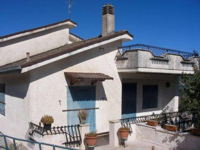 Villa in vendita via Casarine , Pescorocchiano (RI)