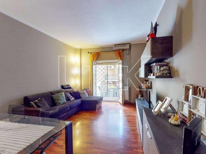 Appartamento in vendita via Fonti del Clitunno, Roma