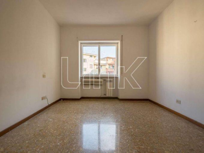 Appartamento in vendita via Zanzur, Roma