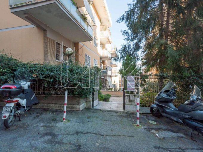Appartamento in vendita via Paganella, Roma
