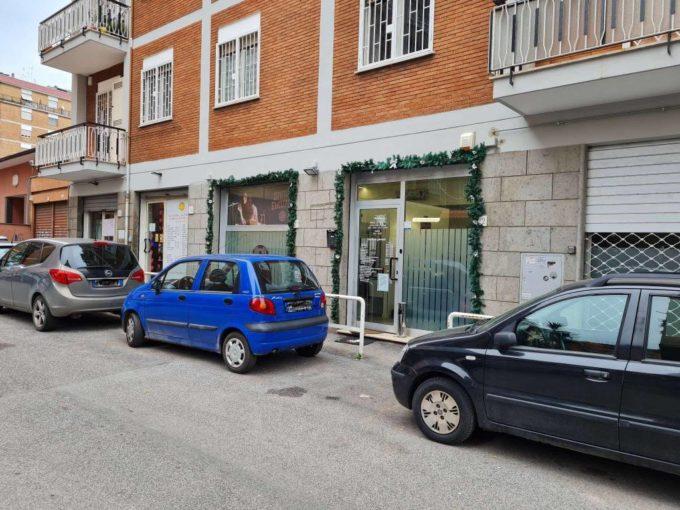 Vendita locale commerciale via Telegono, Roma