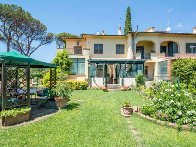 Villa bifamiliare in vendita via Appia Antica, Roma